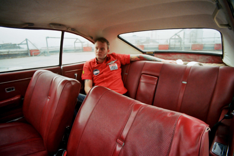 DEALER – Fotosession Opel Record LP-Cover Never too late © Martin Bruner Sombrero Design