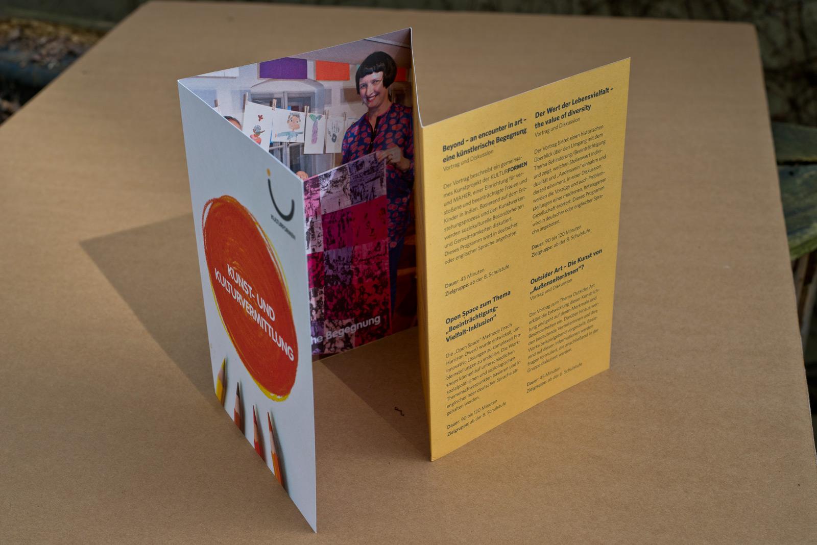Kunstvermittlung – Institut Hartheim – Folder © Martin Bruner Sombrero Design