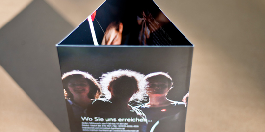 Kraut und Ruam Theater – Folder – Institut Hartheim © Martin Bruner Sombrero Design